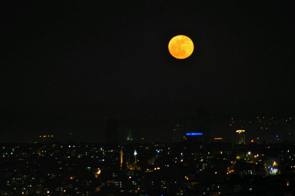 Red Moon Over Istanbul